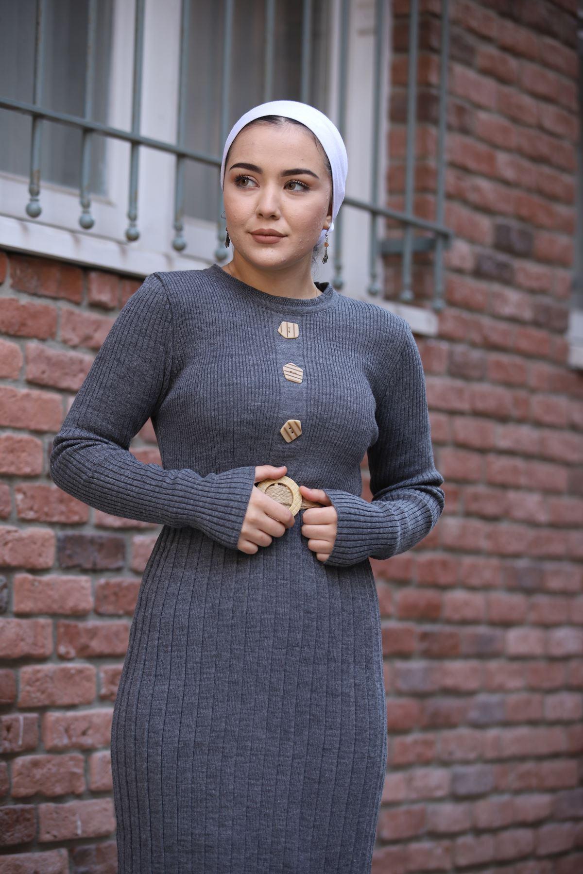Taş Düğmeli Kemerli Triko Elbise - Antrasit