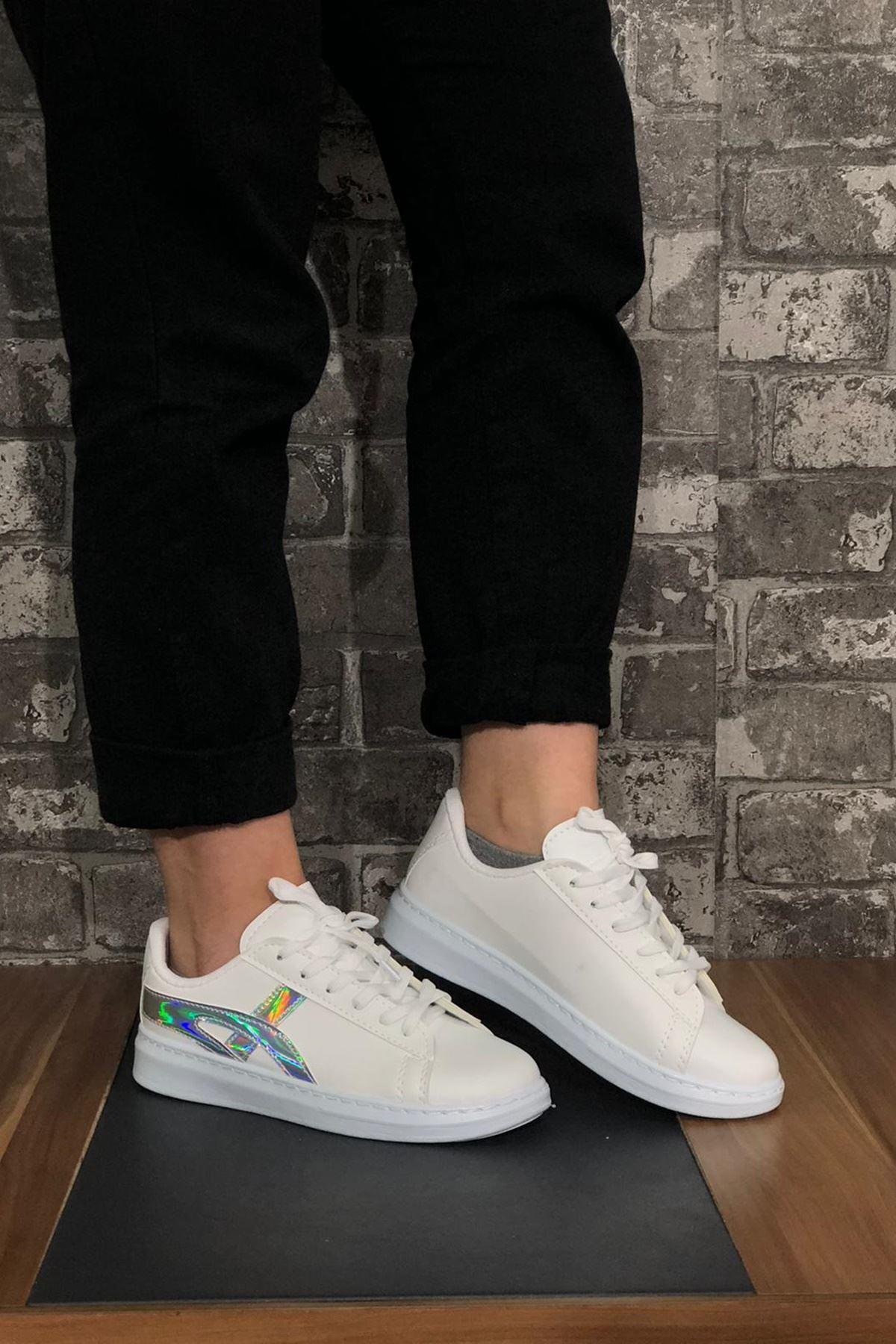 Metalik Şeritli Bağcıklı Spor Ayakkabı-Beyaz