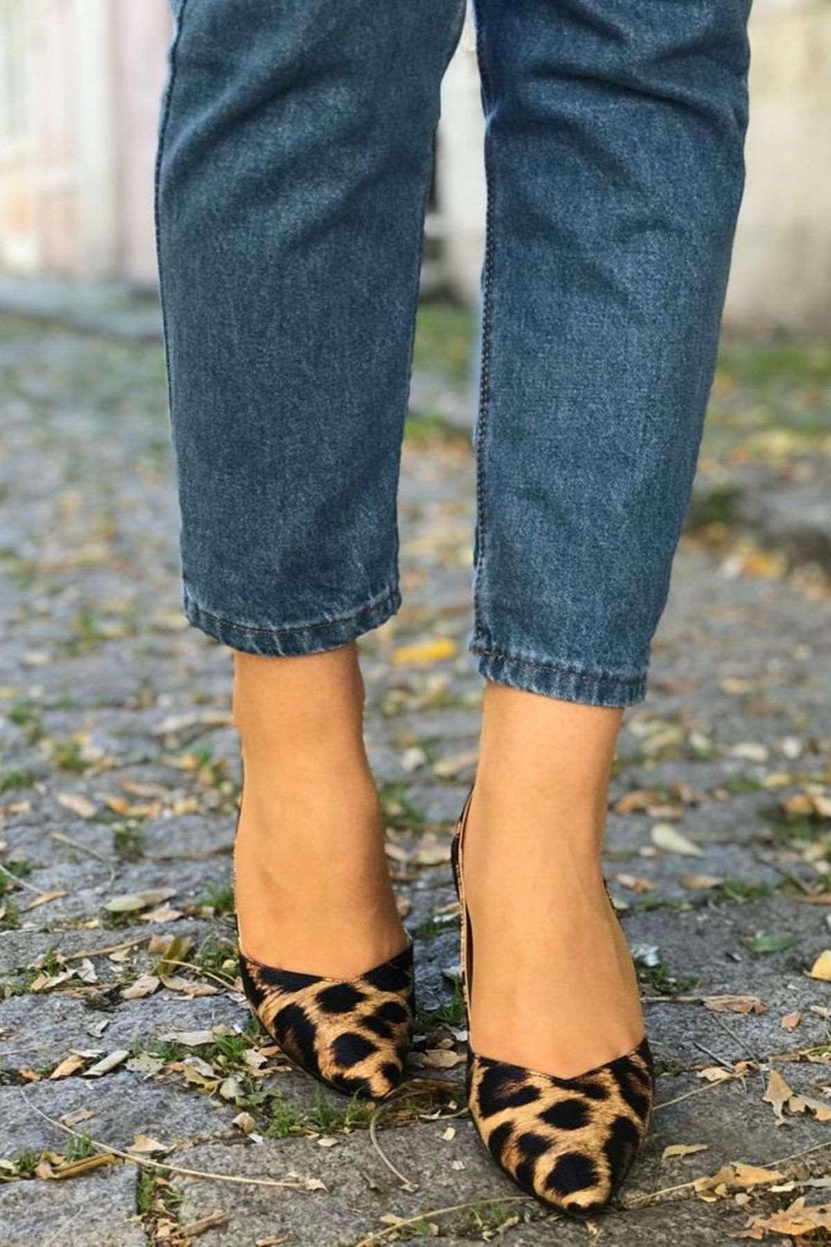 Leopar Detaylı Stiletto Ayakkabı